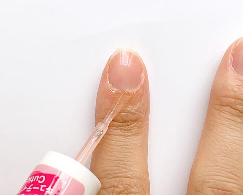 爪にオイルを塗る
